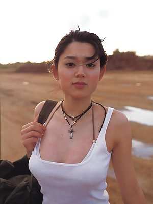 outdoor Young asian creampie